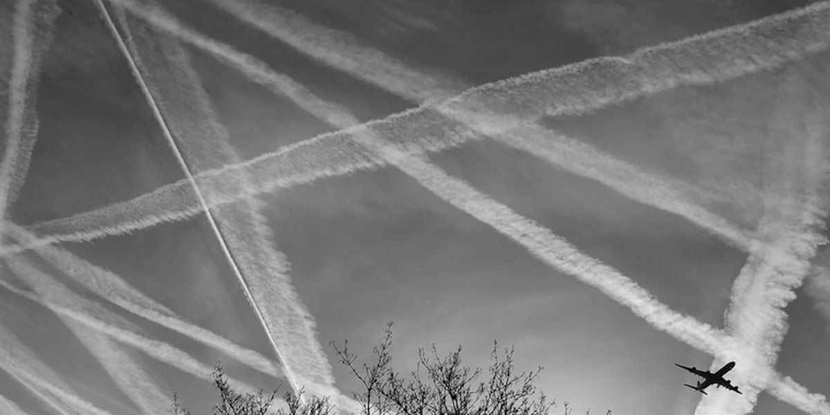 Image of chemical trails from an aircraft